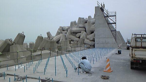 防波堤嵩上げ工事 イメージ8